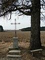 Kříž pod modřínem - panoramio.jpg