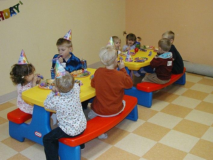 Kids and cake 3.jpg