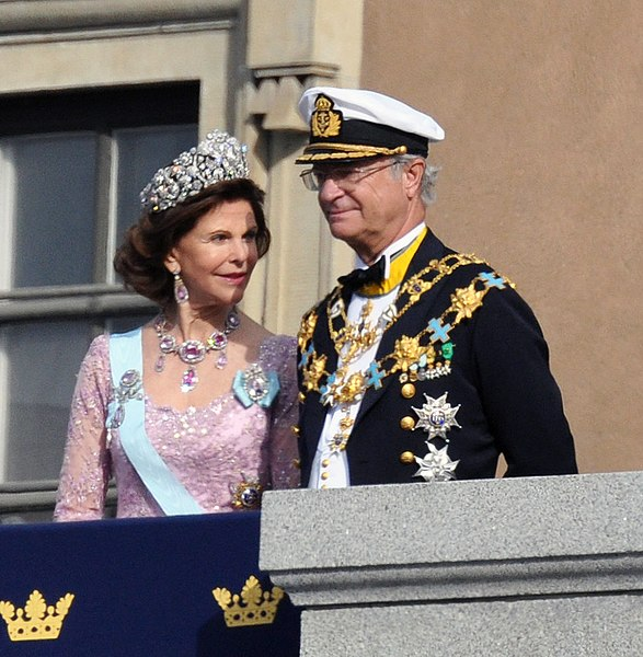 http://upload.wikimedia.org/wikipedia/commons/thumb/0/0f/King_and_Queen_of_Sweden.jpg/587px-King_and_Queen_of_Sweden.jpg