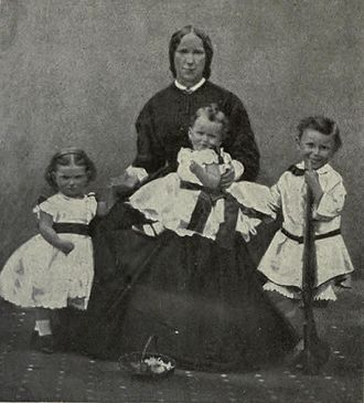 Herbert Kitchener, 1st Earl Kitchener - Kitchener on his mother's lap, with his brother and sister