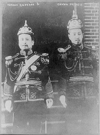 Sunjong of Korea - Image: Korean Emperor Kojong and Crown Prince Yi Wang