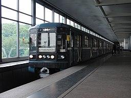 Kurskaya duga train at Vorobyovy Gory station (Метропоезд Курская дуга на станции Воробьёвы Горы) (4611477513)