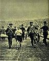 L'arrivo al traguardo di Dorando Pietri alla maratona dei Giochi Olimpici di Londra 1908.jpg