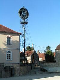 La mairie d'Arthonnay et son éolienne.jpg