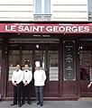 Le Saint Georges - garçons et cuisinier, Paris 2016.jpg