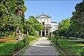Le jardin et la bibliothèque du palais Zenobio (Venise) (48332155912).jpg