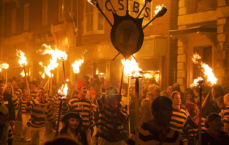 File:Lewes Bonfire, Commercial Square Bonfire Society.jpg