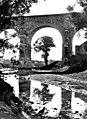 Liesinger Aquädukt Pfeiler im Liesingbach um 1960.jpg