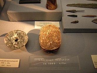Commemorative scarabs of Amenhotep III - Lion hunt scarab (Vienna)
