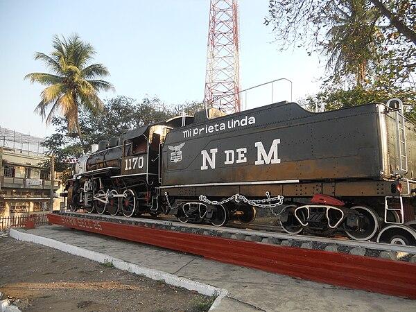 Locomotora de vapor en homenaje a los ferrocarrileros y en recuerdo a la  importancia de este 3b016570f7054