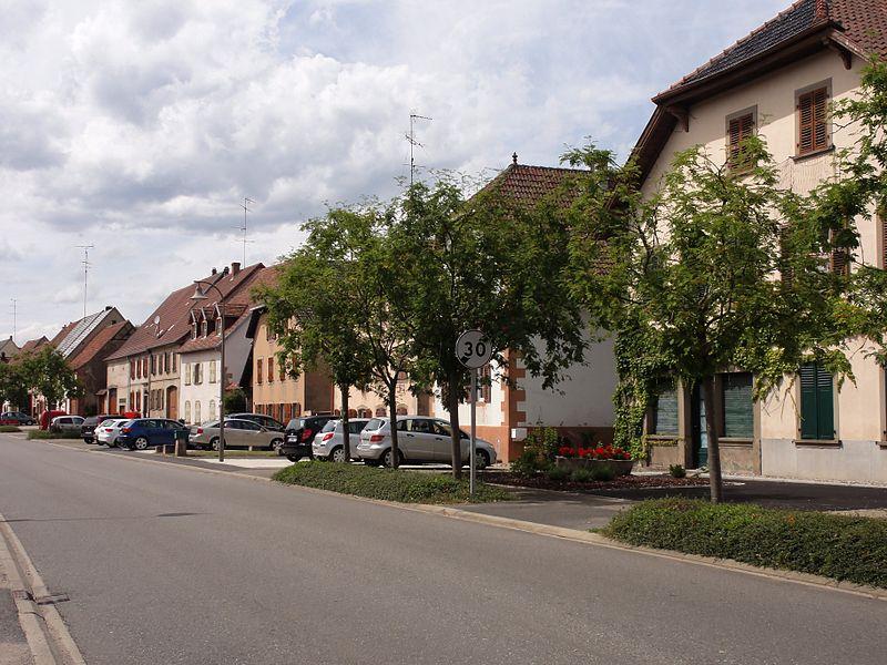Alsace, Bas-Rhin, Lorentzen, Rue du village.