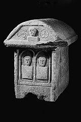 Coffre en marbre des Pyrénées 64.15.1.1 et 2