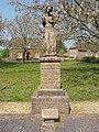 Maasbommel, standbeeld gesneuvelden tevens oorlogsmonument.JPG