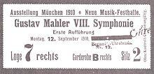 """A rectangular card, the main text of which reads """"Ausstellung München 1910. Neue Musik-Festhalle. Gustav Mahler VIII. Symphonie, Erste Aufführung, Montag 12. September 1910."""""""