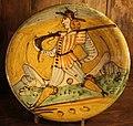 Maiolica di montelupo, piatto con ragazzo con fucile, 1620-40 ca..JPG