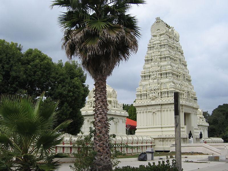 Sri Venkateswara, Malibu Hindu Temple 800px-Malibu_Hindu_Temple_15