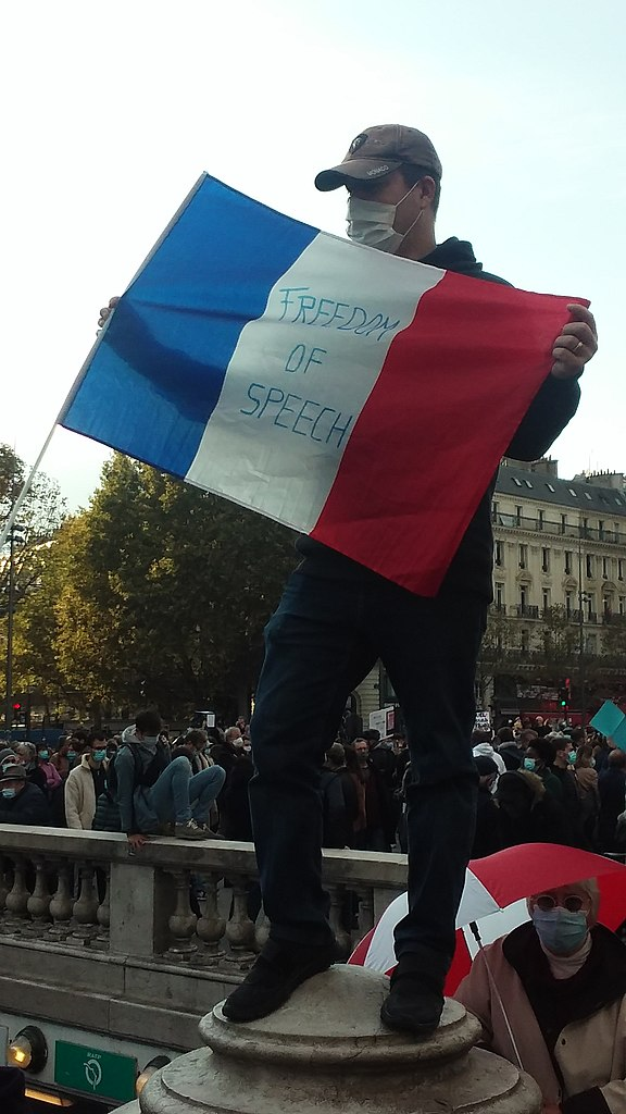 https://upload.wikimedia.org/wikipedia/commons/thumb/0/0f/Manif_Place_de_la_R%C3%A9publique_18_10_2020.jpg/576px-Manif_Place_de_la_R%C3%A9publique_18_10_2020.jpg