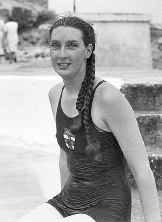 Margaret Whitlam - Margaret Dovey in 1939