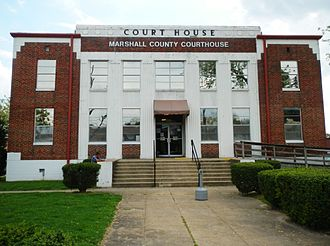Marshall County, Alabama - Marshall County courthouse in Albertville.