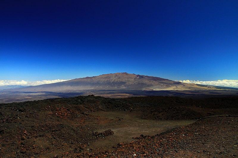 Mauna Kea from Mauna Loa Observatory, Hawaii - 20100913.jpg