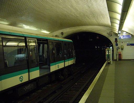 Metro Paris - Ligne 1 - Porte Maillot