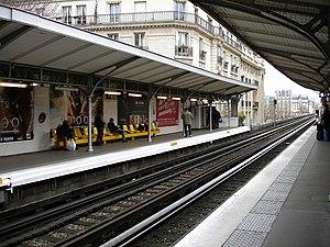 Passy (Paris Métro) - Image: Metro Paris Ligne 6 station Passy 04