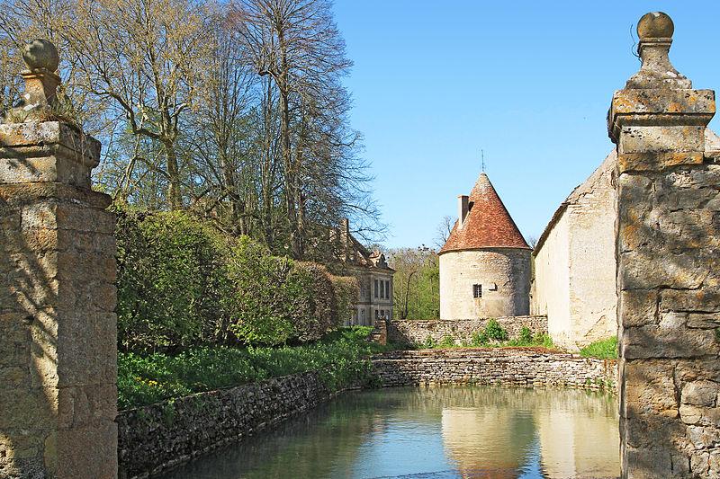 File:Missery FR21 château IMF1128.jpg