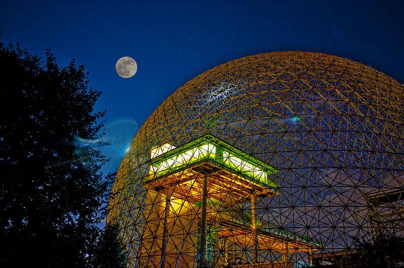 Biosphere v noci