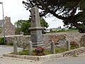 Monument commémoratif de l'enseigne de vaisseau Henry.jpg