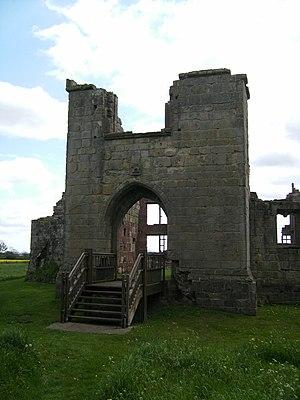 Moreton Corbet Castle - Image: Moreton Corbet Castle gatehouse 01