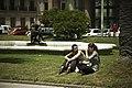 Muchachas en la plaza independencia (6411124389).jpg