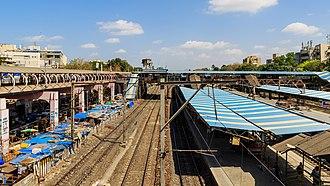 Santacruz railway station - Image: Mumbai 03 2016 04 Santacruz station