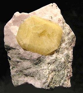 Narsarsukite multiple chain inosilicate mineral