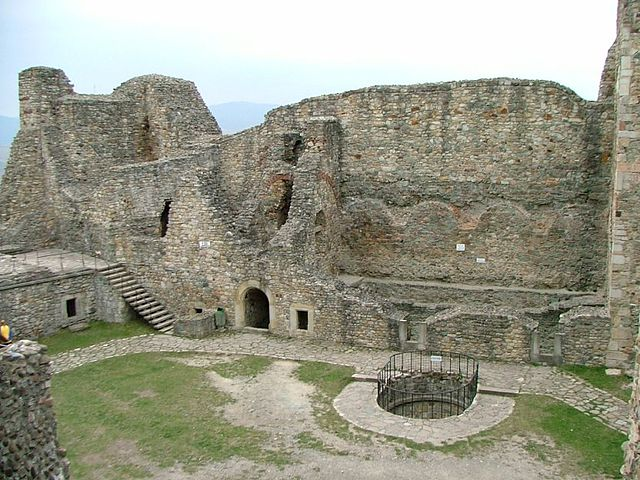♦ Roumanian: Best Places 640px-Neamt_Citadel_05