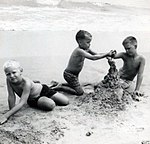 Neil, Marvin and Jeb Bush at Kennebunkport August 1962 (2884).jpg