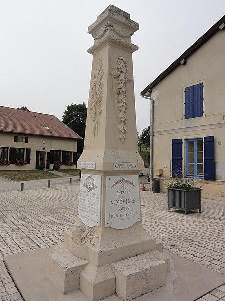 Nixéville (Nixéville-Blercourt, Meuse) monument aux morts