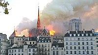Notre-Dame de Paris, Incendie 15 avril 2019 19h40.08.jpg