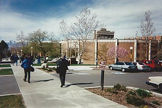 Novell BrainShare - Attendees walking to breakout sessions being held in the university's Francis Armstrong Madsen Building during BrainShare '95