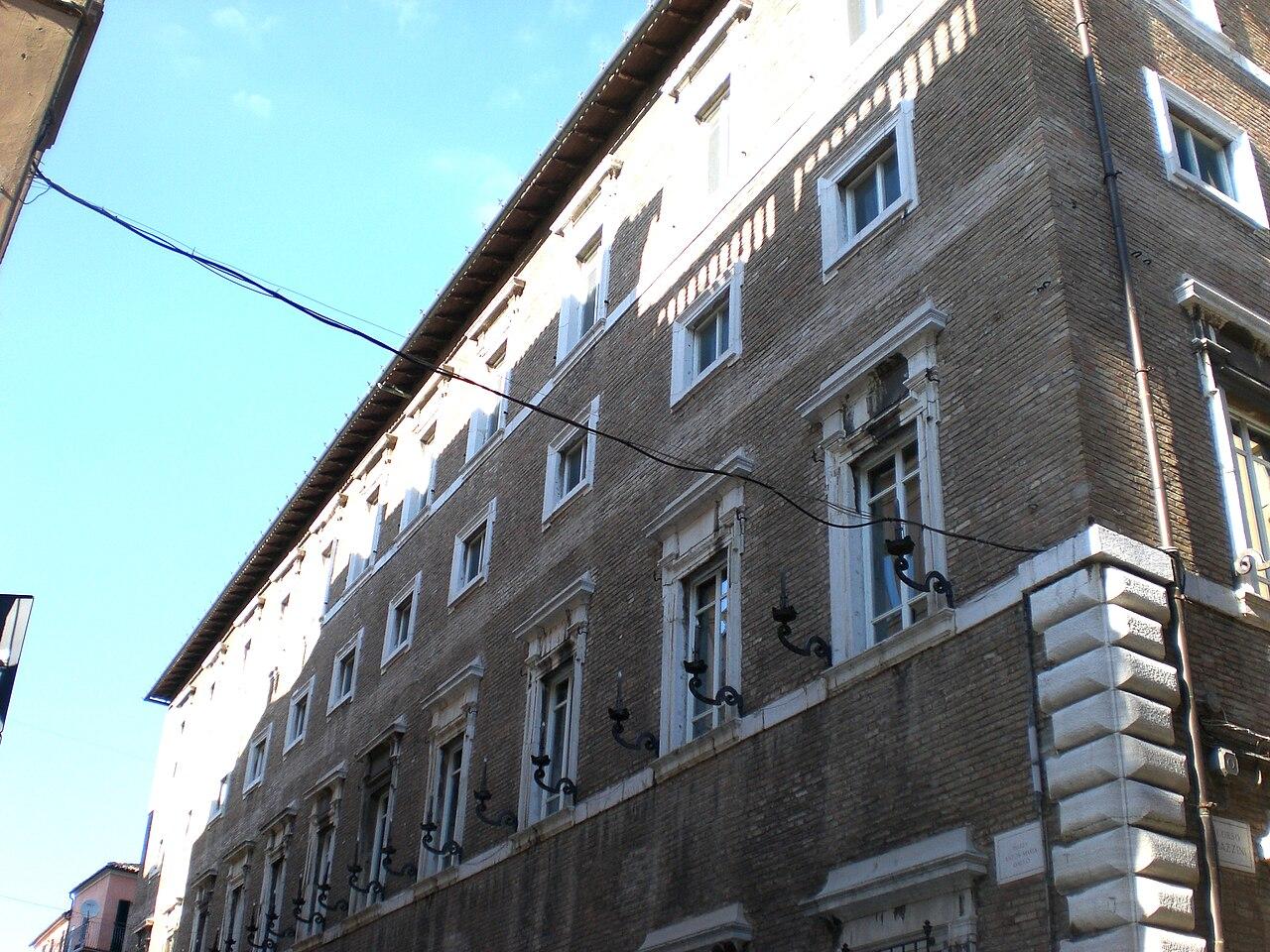 Ficheiro osimo palazzo wikipedia a for Palazzo 24