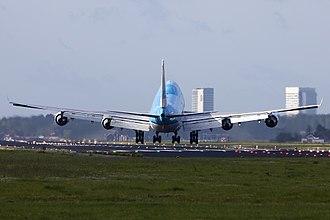 Crosswind landing - A KLM B747 heavy crosswind landing at Schiphol