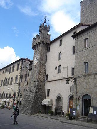 Santa Fiora - Piazza Garibaldi with the Palazzo Cesarini-Sforza.