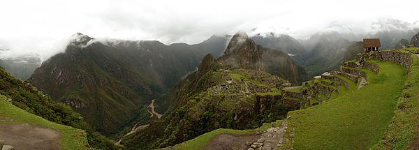 Panorama du Macchu Picchu et des environs 2.jpg