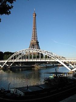 Passerelle Debilly et tour Eiffel.jpg