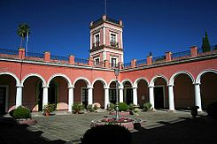 Patio de honor y torre del Palacio San Jose 3.jpg
