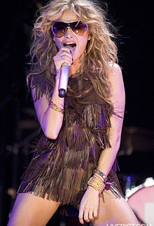 Description de l'image Paulina Rubio @ Asics Music Festival 13.jpg.