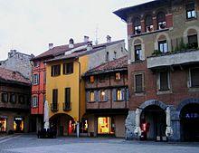 La medievale piazza San Fedele