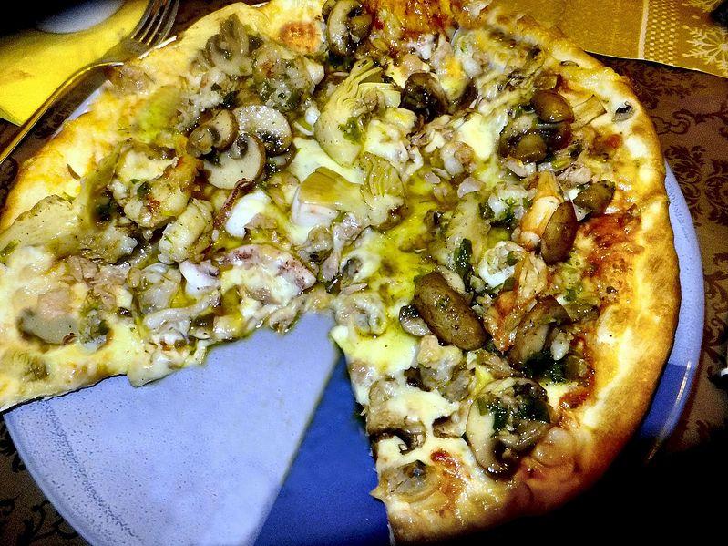 File:Pizza Frutti di Mare, 5.1.2016.jpg