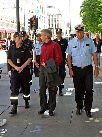 Norwegian Police Service - Police students (left), Minister of Justice and the Police Knut Storberget (middle) and Oslo Chief of Police Anstein Gjengedal (right) in 2008