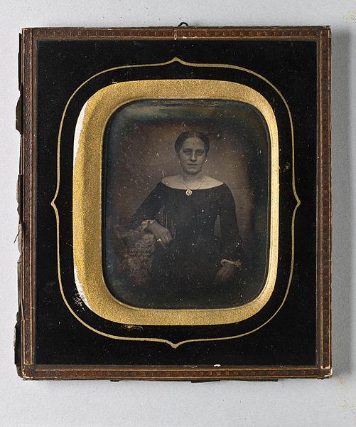 File:Porträtt av kvinna, Fru Wilhelmina Charlotta Grönlund - Nordiska Museet - NMA.0052714 1.jpg