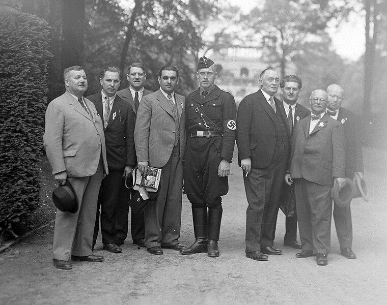 File:Potsdam, Németország 1938. A Sanssouci-kastély parkja, háttérben az Orangerie. Fortepan 14423.jpg